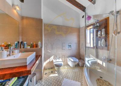 csm_Grosses-Mediterranes-Dorfhaus-in-Andratx-mit-privatem-Garten---Badezimmer-Luxury_Estates_Mallorca-Foto_370977_1d0f92f08e