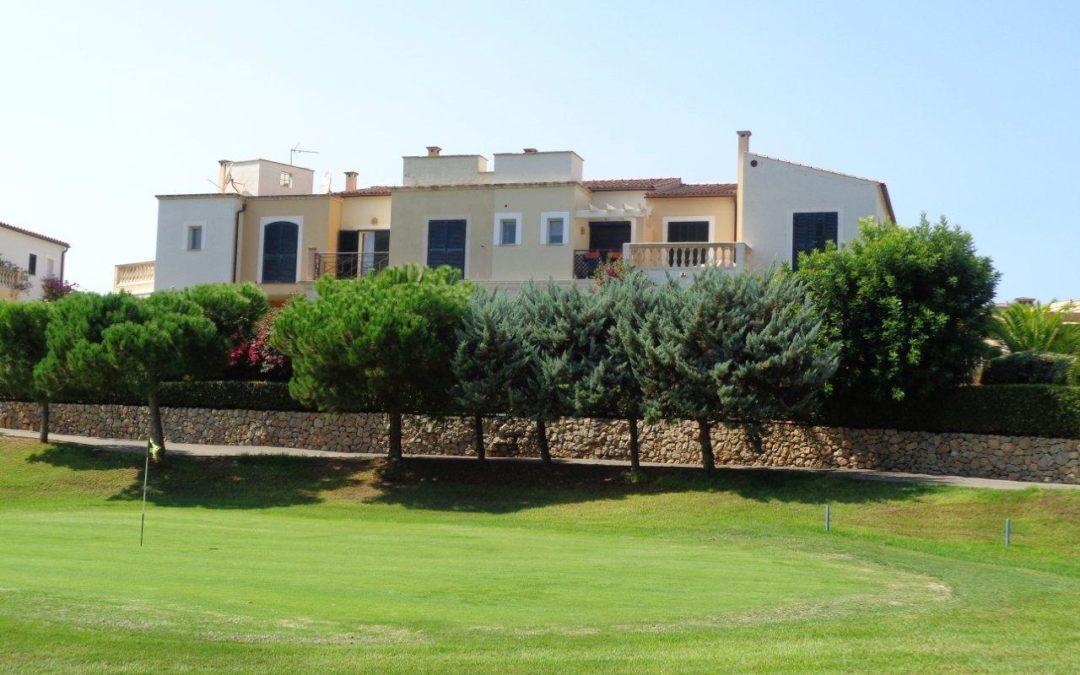 Acogedora casa adosada junto al campo de golf